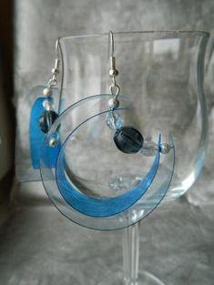 Plastic Bottle Earrings by Lensia Plastic Bottle Crafts, Plastic Jewelry, Recycle Plastic Bottles, Recycled Jewelry, Recycled Crafts, Handmade Jewelry, Recycled Magazines, Handmade Headbands, Handmade Crafts