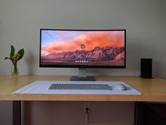 The pinnacle of minimalism. Clean beyond belief, simple and fuctional. I am completely in love with this setup. Check out the link in my bio! Tag a friend who might like this page! DM me your setup to be featured! Computer Desk Setup, Workspace Desk, Pc Desk, Best Computer, Gaming Setup, Gaming Desk, Home Office Setup, Home Office Space, Home Office Design