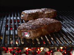 SteakChamp von TecPoint mißt die Kerntemperatur im Fleisch und zeigt die erreichte Garstufe mit einem Led-Blinksignal an. Das kostbare Fleisch wird pu...