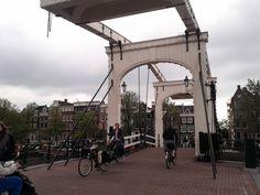 A vélo sur les ponts d' #Amsterdam !
