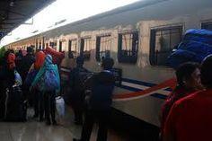 Surabaya - PEKA _. DPRD dan Pemerintah Kota Surabaya, Jawa Timur mengimbau warga luar daerah yang tidak punya keahlian atau pekerjaan yan...