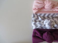 """Knotted turban headbands, this was a must share! Things you""""ll need: Fabric ( jersey knit is best, it stretches and is very soft, or a shirt that you no longer use) Scissors Glue gun Measuring tape..."""