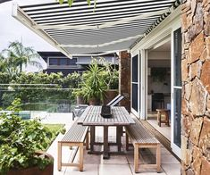 Architect Philip Corben and interior stylist Lucy Purchas Corben created the perfect holiday house, named Ayindi, in Byron Bay. Outdoor Living Rooms, Outdoor Spaces, Outdoor Decor, Outdoor Pool, Orient House, Outdoor Awnings, Seaside Holidays, Best Boutique Hotels, Seaside Beach