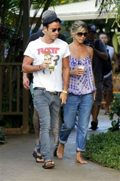 Jennifer Aniston and Justin Theroux hang out in Hawaii in 2011.
