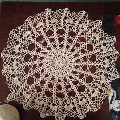 moms piece again Crochet Dreamcatcher, Like You, Dream Catcher, Decorative Bowls, Crafty, Magnolias, Home Decor, Patterns, Magnolia Trees