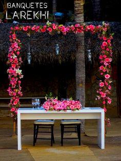 Arco Floral para mesa de Novios - Larekhi Eventos
