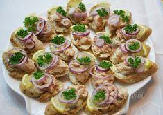 Chlebíčky, kanapky a chuťovky • článok • bonvivani.sk Shrimp Salad, Savory Snacks, Canapes, Tapas, Catering, Brunch, Food And Drink, Appetizers, Cooking