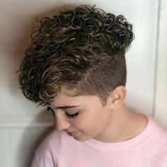 Long Straight Silver Pixie Wear the biggest earrings you can find and showcase your long pixie haircut with sliced layers. Dramatic, theatrical, and metropolitan – this fashionable textured haircut is brimming with confidence and feminine appeal. Long Pixie Hairstyles, Short Curly Haircuts, Curly Hair Cuts, Short Bob Hairstyles, Short Hair Cuts, Curly Hair Styles, Pixie Haircuts, Short Curls, Pixie Cuts