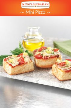 The perfect appetizer is here! Try these easy-to-make mini pizzas at your next get together. Pizza Appetizers, Recipes Appetizers And Snacks, Snacks Für Party, Yummy Snacks, Yummy Food, Sweet Dinner Rolls, Dips, Mini Pizzas, Tailgate Food
