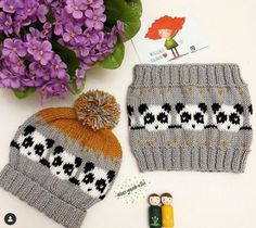 Our goal is to keep old friends, ex-classmates, neighbors and colleagues in touch. Crochet Stitches, Knit Crochet, Paper Crafts Origami, Cool Art Drawings, Girl With Hat, Crochet Clothes, Baby Knitting, Baby Dress, Knitted Hats