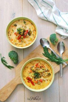 Rozgrzewająca zupa z kurczakiem, brokułem, papryką i groszkiem 3