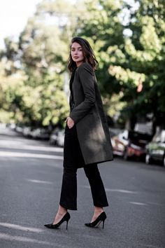 Sara from Harper and Harley making me want the entire Uniqlo x Carine Roitfeld collection Grey Fashion, Look Fashion, Street Chic, Street Style, Street Wear, French Girl Style, Black Cropped Pants, Latest Outfits, Dress For Success