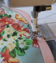 Finishing edges with bias binding -- Victory Patterns Sewing Basics, Sewing Hacks, Sewing Tutorials, Sewing Crafts, Sewing Projects, Sewing Patterns, Sewing Binding, Bias Binding, Sewing Lessons