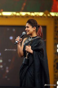 Nayanthara at siima awards 2017 - Hairstyle, saree Saree Blouse Patterns, Sari Blouse Designs, Fancy Blouse Designs, Beautiful Saree, Beautiful Indian Actress, Nayanthara In Saree, Nayanthara Hairstyle, Saree Hairstyles, Simple Sarees