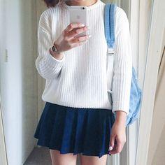 white n' blue hue ̖́-