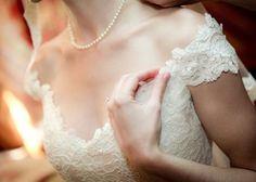 オフショルダーのドレスで魅せる♡最高に可愛く、華麗で、セクシーな花嫁姿!のトップ画像