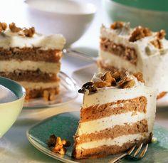 Buttercremetorte mit Walnusskernen | Zeit: 1 Std. 45 Min. | http://eatsmarter.de/rezepte/buttercremetorte-mit-walnusskernen