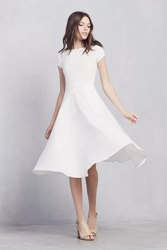 50 Simple Yet Chic Wedding Dresses For Modern Brides | HappyWedd.com