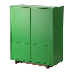 IKEA - STOCKHOLM, Kaappi + 2 laatikkoa, vihreä, , Syvillä hyllyillä ja kahdessa suuressa laatikossa on tilaa kaikenlaisille tavaroille kansioista lautasiin.Ponnahdusalpojen ansiosta ovet/laatikot aukeavat kevyellä painalluksella. Vetimiä ei tarvita, joten ilmeestä tulee sulavalinjainen.Siirrettävien hyllylevyjen ansiosta hyllyvälejä on helppo säätää tarpeen mukaan.Säädettävien jalkojen ansiosta seisoo tukevasti myös epätasaisella alustalla.