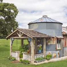 "Talk about creative reuse! A resourceful Texas picker creates a one-of-a-kind refuge and becomes a makeshift ""tinkeeper."" Halle, Shed Design, House Design, Feng Shui, Guest House Shed, Silo House, Grain Silo, She Sheds, Dream House Exterior"