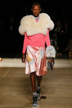 Miu Miu Parigi - Collections Fall Winter - Shows - Vogue. Fashion Week, Fashion 2017, Runway Fashion, High Fashion, Fashion Trends, Miu Miu, Miuccia Prada, Fashion Show Collection, Vogue Paris