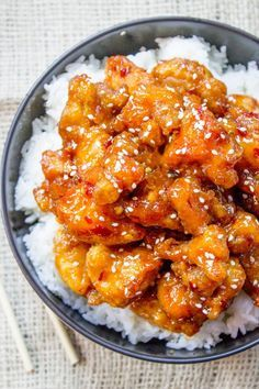 General Tso& Chicken is a favorite Chinese food takeout choice that is swee. - A A Food - Easy Chinese Recipes, Asian Recipes, Healthy Recipes, Chinese Food Recipes Chicken, Healthy Chinese Food, Japanese Food Recipes, Real Chinese Food, Fast Recipes, Healthy Breakfasts