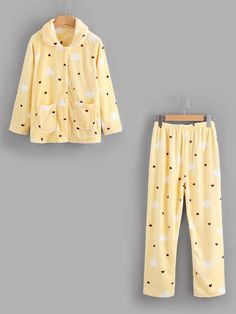 SheIn offers Heart Shape Print Pocket Front Pajama Set & more to fit your fashionable needs. Cute Pajamas, Girls Pajamas, Pajamas Women, Cute Lazy Outfits, Cool Outfits, Casual Outfits, Pyjamas, Night Suit For Women, Cute Fashion