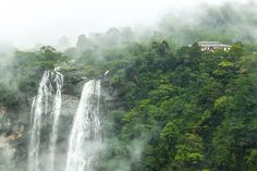 A beautiful picture of the Jog Falls, shared with us by our fan Pranav Yadalam