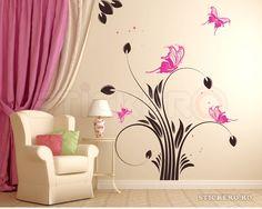 Floare delicata cu fluturi