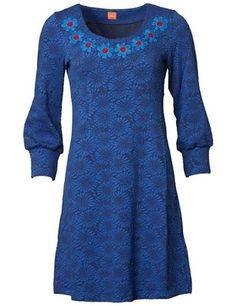DuMilde - Du Milde-kjole i 92% viskose og 8% elastan. Rund halsudskæring med blomster rundt. Korte ærmer. Blå nuancer.