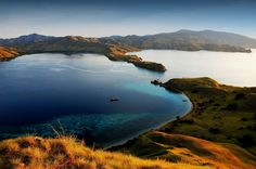 Komodo National Park Travel Must-See Attractions Destinations Guide @ Indonesia : South East Asia Region Vacation Holiday Tour Service Video Hiking Images, Top Honeymoon Destinations, Komodo National Park, Komodo Island, Great Barrier Reef, Hiking Trails, Asia Travel, Travel List, Places To Visit