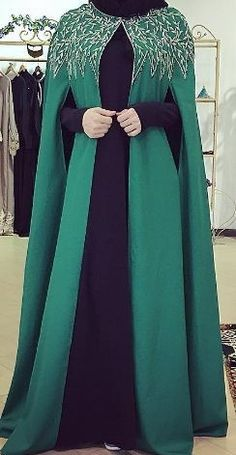 Abaya Style 848858229739370472 - Emerald cape overcoat Source by Islamic Fashion, Muslim Fashion, Modest Fashion, Fashion Dresses, Mode Abaya, Mode Hijab, Abaya Designs, Mein Style, Muslim Dress