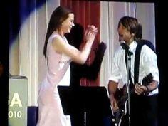 Nicole Kidman & Keith Urban duet on stage - YouTube