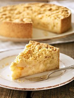 Streusel-Apfel-Kuchen Crumble Apple Cake – A juicy apple pie for guests Apple Cake Recipes, Apple Desserts, Health Desserts, No Bake Desserts, Easy Desserts, Baking Recipes, Delicious Desserts, Dessert Recipes, Apple Cookies