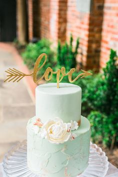 Brilliant Mint and Gold Spring Wedding Color Ideas for 2019 - Mint Wedding cake for Mint and gold wedding - Mint Wedding Cake, White And Gold Wedding Cake, Wedding Mint Green, Fall Wedding Cakes, Mint Gold Weddings, Orange Weddings, Summer Weddings, Mint Green Cakes, Mint Green Bridesmaid Dresses