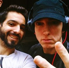 Eminem with fan lolla 2016 New Eminem, Mitch Rapp, Eminem Slim Shady, Taylor Kitsch, Rap God, Best Rapper, Cute Actors, Celebrity Crush, Songs