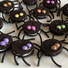31 Ideas For Kids Birthday Party Dcoration Decor Halloween Games For Kids, Halloween Dinner, Halloween Food For Party, Halloween Desserts, Halloween Cookies, Halloween Treats, Birthday Party Snacks, Birthday Diy, Large Christmas Baubles