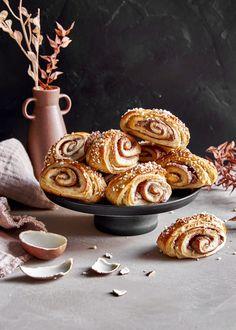 Kinder-korvapuustit – Perinneruokaa prkl   Meillä kotona Rocky Road, Lidl, Nutella, Espresso, Bakery, Muffin, Cookies, Breakfast, Sweet