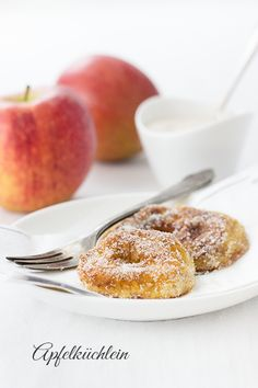 apfelküchlein apple friiters: like a pancake but with a slice of apple inside yuuuuummm Apple Recipes, Sweet Recipes, Baking Recipes, German Desserts, Just Desserts, Fiber Content Of Foods, Fruit Dishes, Eat Dessert First, Some Recipe