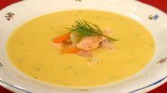 Ne každý se může utlouct po polévce s jikrami a mlíčím. Ale ke Štědrému večeru se rybí polévka hodí, tak proč nezkusit lahodnou krémovou polévku z lososa?