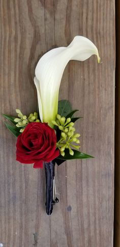 White calla lily and red spray roses boutonniere Calla Lily Wedding Flowers, Prom Flowers, Bridal Flowers, Floral Wedding, Red Rose Boutonniere, Prom Corsage And Boutonniere, Red Rose Bouquet, Red Corsages, Rose Corsage