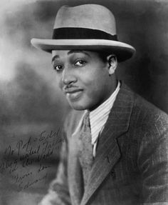 """Uncredited Photographer Duke Ellington and large, jazz has always been like the kind of a man you wouldn't want your daughter to associate with."""" an elegant but sensual man. Jazz Artists, List Of Artists, Jazz Musicians, Music Artists, Blues Artists, Duke Ellington, Vintage Black Glamour, Jazz Blues, Amor"""