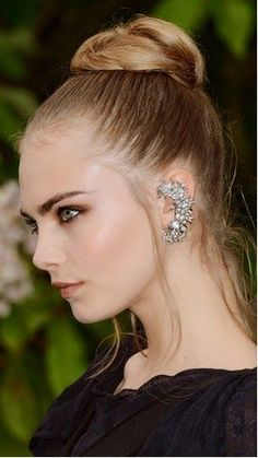 Ear cuffs are trending among celebrities like Cara Delevingne. Are you wearing one? Cara Delevingne, Ear Cuffs, Soft Grunge Hair, Ivanka Trump, Most Beautiful Women, Look Fashion, Girl Crushes, Hair Beauty, Street Style