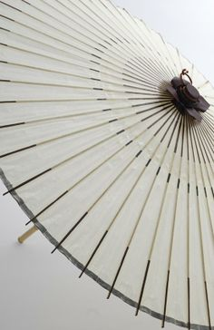 traditional Japanese parasols made of washi paper by Kyoto craftsmen New Chinese, Chinese Style, Chinese Art, Oriental, Geisha, Chinese Element, Asian Interior, Fibonacci Spiral, Mood Images
