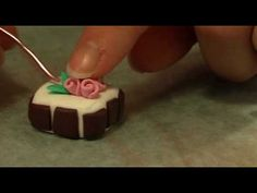 ▶ Tutorial ciondolo dolce in fimo - YouTube