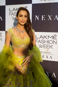 Lakme Fashion Week All 25 Celeb Showstoppers, From Kareena Kapoor To Neha Dhupia And Angad Bedi Indian Actress Hot Pics, Bollywood Actress Hot Photos, Indian Bollywood Actress, Bollywood Girls, Indian Actresses, Indian Bridal Lehenga, Indian Beauty Saree, Fashion Week 2018, Lakme Fashion Week