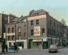 Brushfield Street, 1970 A recently discovered photo collection by the late photographer David Granick reveals London's East End in colour, including streets in Stepney, Whitechapel and Spitalfields. London History, British History, Local History, Asian History, Tudor History, Vintage London, Old London, London Life, London Street