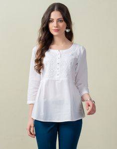 Simple Kurta Designs, Short Kurti Designs, Kurta Designs Women, Blouse Designs, Girls Top Design, Kurti With Jeans, Simple Pakistani Dresses, Girls Boutique Dresses, Kurta Cotton