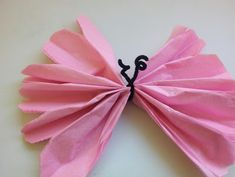 Cómo hacer mariposas con papel de seda Tissue Paper Flowers, Paper Butterflies, Papel Tissue, Beautiful Butterflies, Diy And Crafts, Crafts For Kids, Paper Crafts, Butterfly Theme Party, How To Make Butterfly