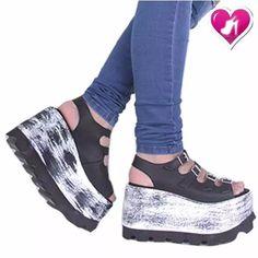 Sandalia Con Plataforma Y Hebilla Romanela De Shoes Bayres® - $ 989,00 African Fashion, Women's Fashion, Shoes Sneakers, Shoes Heels, Cute Heels, Creepers, Platform Shoes, High Heels, Wedges